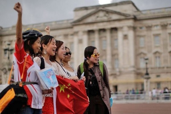 Chinese tourists swarm to Europe to explore uncharted places, culture