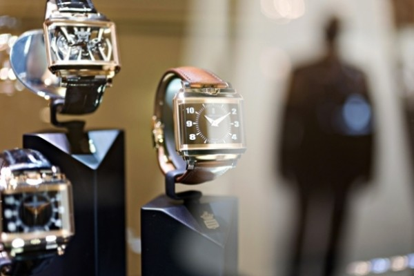 Chinese tourists revive luxury watches market in France
